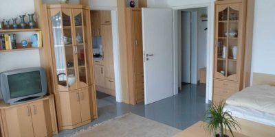 Appartement 3 mit Blick zum Flur und zur Kueche